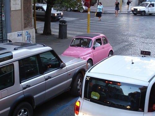 מכונית ברחוב חד סטרי