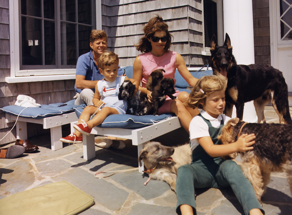 Kennedy_Family_with_Dogs_During_a_Weekend_at_Hyannisport_1963-crop (Large)