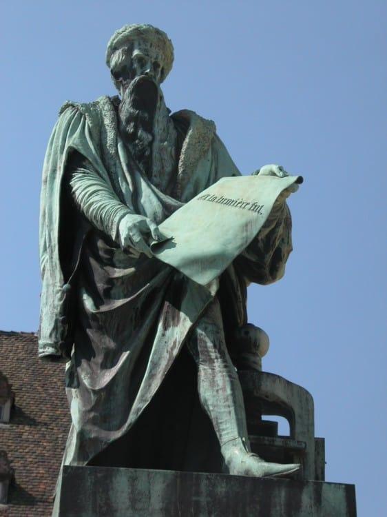 פסלו של גוטנברג בשטרסבורג