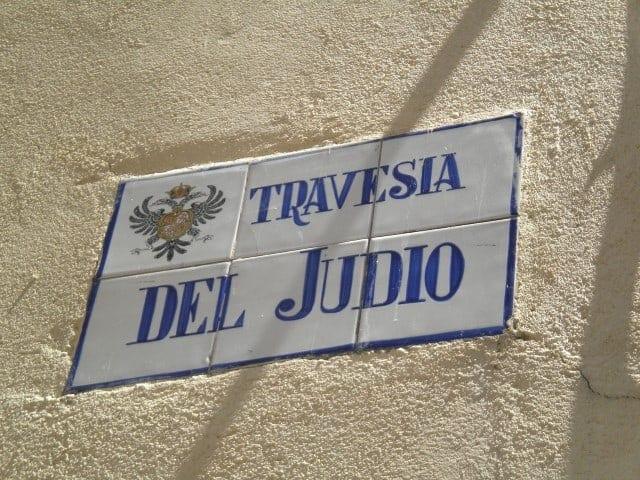 street sign in Toledo - מעבר היהודים . (Small)