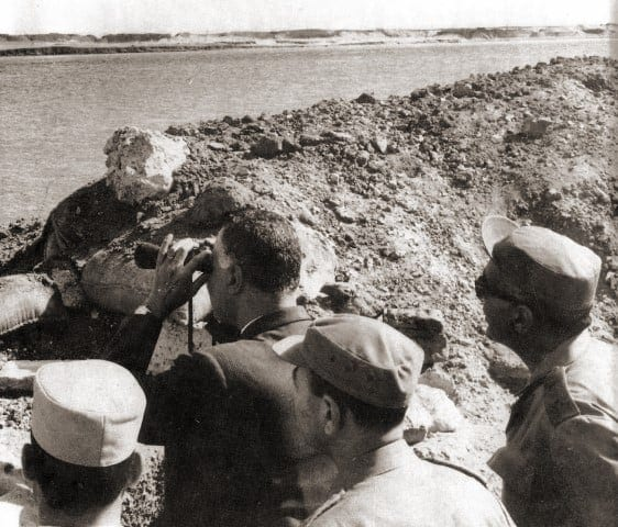 President_Nasser's_visit_to_the_Suez_front_with_Egypt's_top_military_commanders_during_the_War_of_Attrition (Small)
