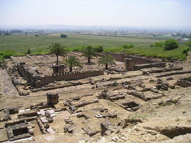 800px-Mezquita_de_Medina_Azahara (Small)
