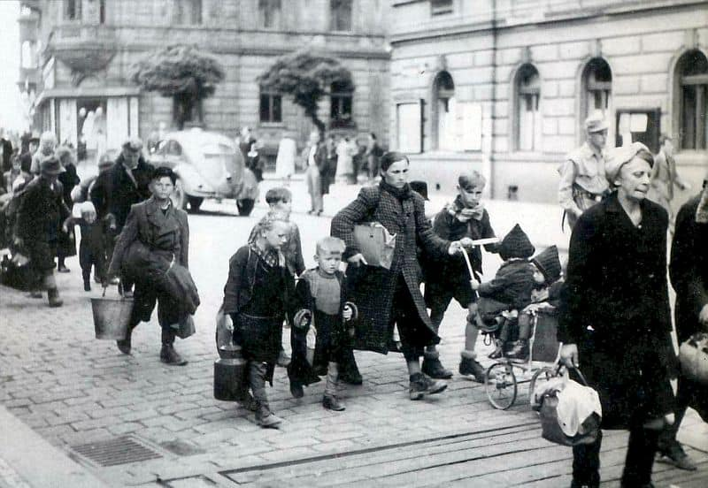 germans-expulsion-czechoslovakia-1945