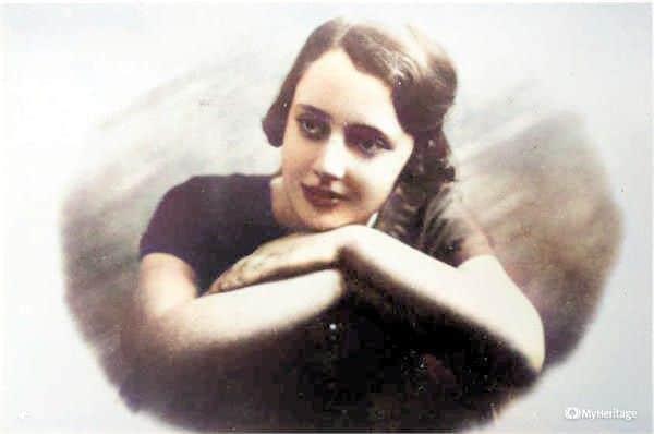 לאה גולדברג בת 16